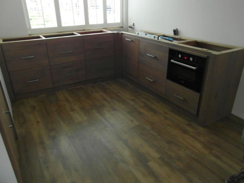 Apothekerskast-in-houten-keuken_3-1000x750