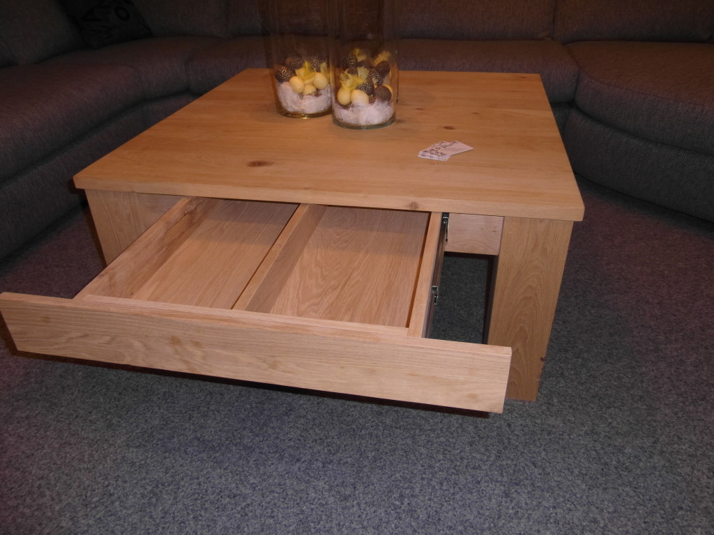 B2-houtsoort-woonkamer-bijzettafel-met-lade-De-Pilaer-Schagen-1024x768